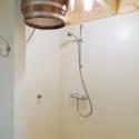 meedenken, leveren, monteren en aansluiten van douche- en saunaruimtes